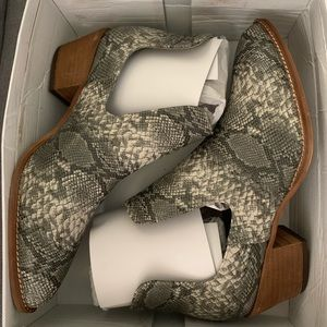 Shoes - New Snake Skin Pattern Booties